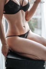 Slip échancré tulle et broderies : Slip femme très sensuel en tulle transparent brodé devant.
